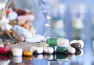 Como um novo medicamento é desenvolvido e testado?