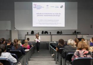 Estudantes e profissionais da saúde participam do 3º Simpósio Paranaense Multidisciplinar de Fibrose Cística