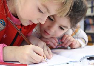 #TôemCasa | DICA #45: Estimule as crianças a escreverem uma carta para abrirem somente daqui alguns anos