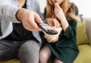 #TôemCasa   DICA #21: Faça uma sessão de cinema em casa durante o período de isolamento social