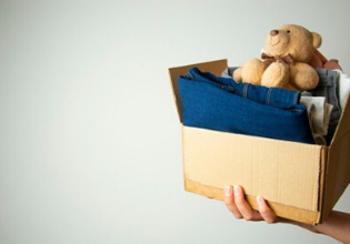 #TôemCasa   DICA #46: Estimule as crianças a separarem roupas e brinquedos para serem doadas após a pandemia