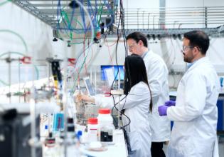 A jornada desde o avanço científico até o medicamento capaz de transformar as vidas das pessoas com Fibrose Cística – PARTE 3