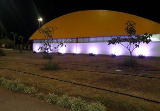 Hospital da Criança de Brasília é iluminado de roxo em alusão ao Mês da Fibrose Cística