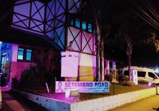 Unidade Básica de Saúde em Águas Mornas/SC é iluminada de roxo em alusão ao Mês da Fibrose Cística