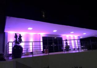 Câmara Municipal de Campo Grande/MS é iluminada de roxo em alusão ao Mês da Fibrose Cística