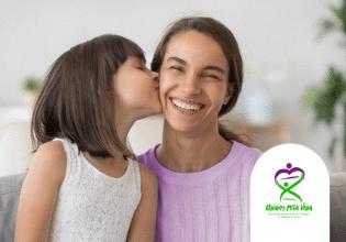 Suor salgado e fibrose cística: saiba como seu beijo pode salvar uma vida