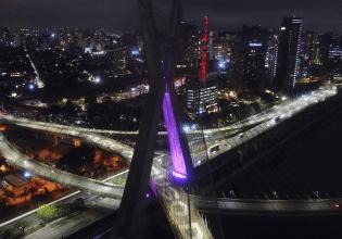 Ponte Estaiada em São Paulo/SP é iluminada de roxo em alusão ao Setembro Roxo 2021