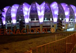 Estádio Beira-Rio em Porto Alegre/rs é iluminado de roxo em alusão ao Setembro Roxo 2021
