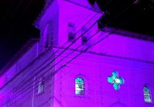 Igreja de João Pedro de Jurujuba em Niterói/RJ é iluminada de roxo em alusão ao Setembro Roxo 2021