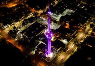 Torre da RPC em Curitiba/PR é iluminada de roxo em alusão ao Setembro Roxo 2021