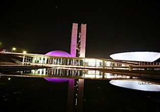 Senado Federal em Brasília/DF é iluminado de roxo em alusão ao Setembro Roxo 2021